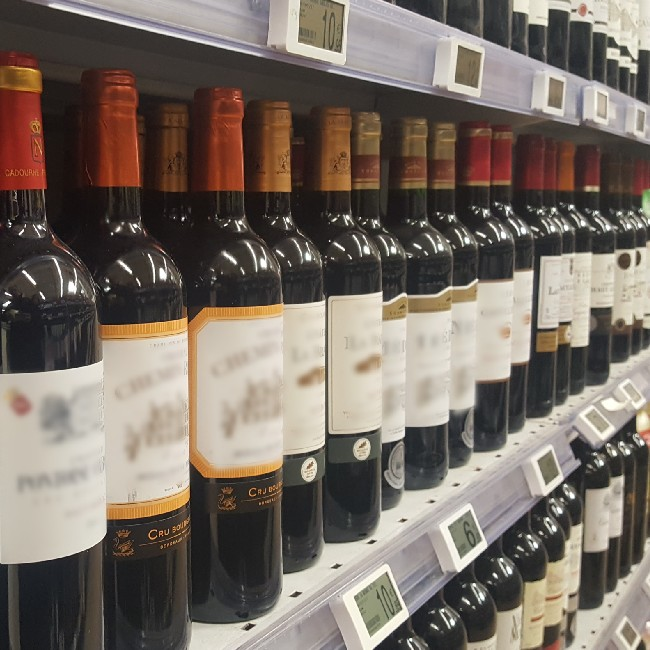 French wine exports are decreasing